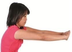 Упражнение №6 - разтягане на рамена напред