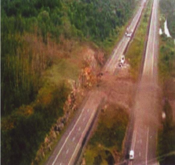 Фиг.1 Експлозия при транспортиране на експлозив в Онтарио, Канада след пътно произшествие